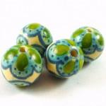 Perles en bois peintes et vernie