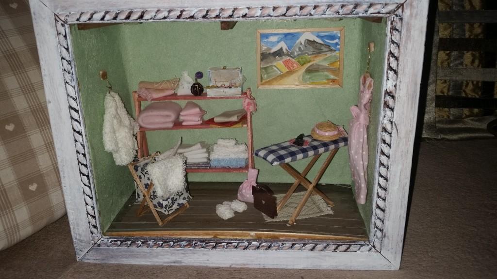 Repassage Vitrine miniature de Ginette Fattal
